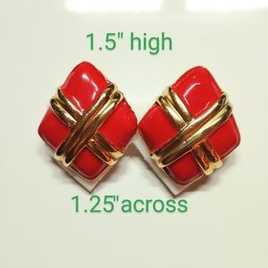 VINTAGE RED ENAMEL RICH GOLD FINISH PRESENT CLIPS